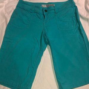 Pre-own Guess Bermuda shorts size 28